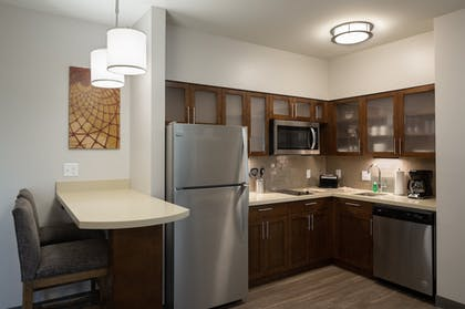 Room | Staybridge Suites Phoenix - Biltmore Area