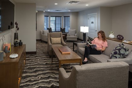 Living Room | Staybridge Suites Phoenix - Biltmore Area