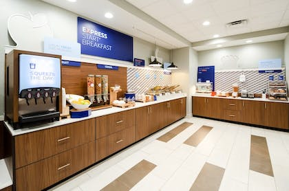 Featured Image   Holiday Inn Express & Suites Taylor