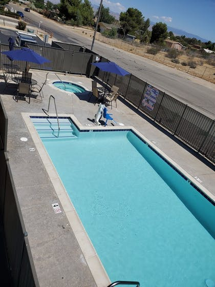 Outdoor Pool | TRICITY INN