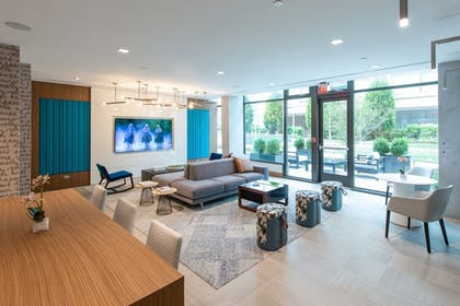 Lobby Lounge | Global Luxury Suites Capitol Hill/Navy Yard