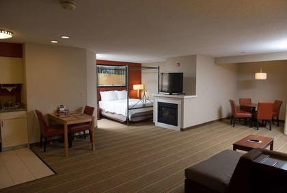 Room | Hawthorn Suites BY Wyndham Erie