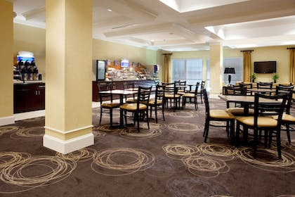 Restaurant | Holiday Inn Express Pembroke