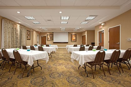 Meeting Facility | Holiday Inn Express Pembroke