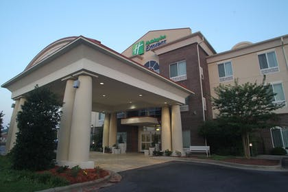 Exterior | Holiday Inn Express Pembroke