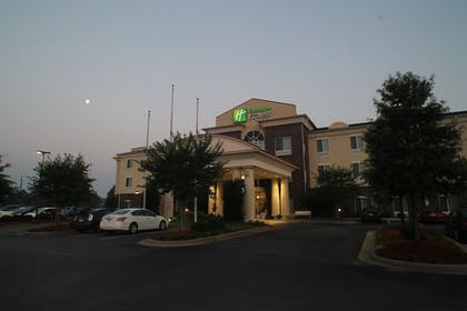 Hotel Front - Evening/Night | Holiday Inn Express Pembroke