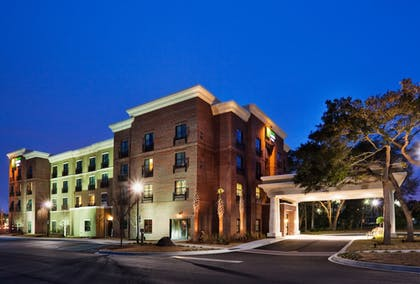 Featured Image | Holiday Inn Express & Suites Mt. Pleasant