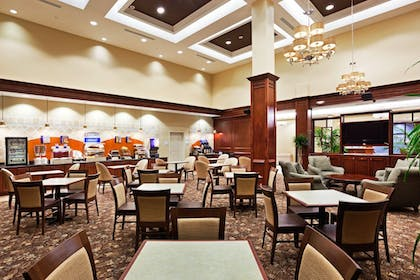 Restaurant | Holiday Inn Express & Suites Mt. Pleasant