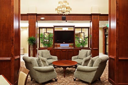 Lobby | Holiday Inn Express & Suites Mt. Pleasant