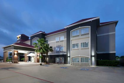 Exterior | La Quinta Inn & Suites by Wyndham Houston New Caney