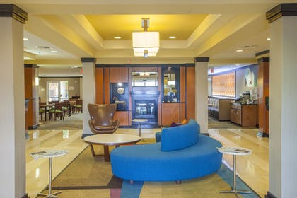 Lobby | Fairfield Inn & Suites by Marriott Channelview