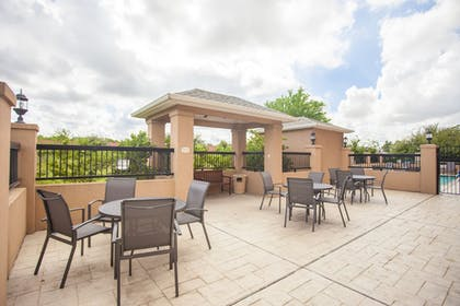 Outdoor Dining | Fairfield Inn & Suites by Marriott Channelview