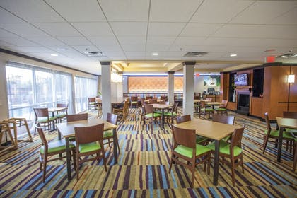 Restaurant | Fairfield Inn & Suites by Marriott Channelview