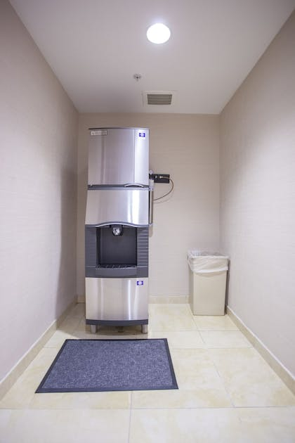 Hallway | Fairfield Inn & Suites by Marriott Channelview