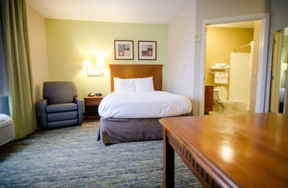 Guestroom | Candlewood Suites - Temple Medical Center