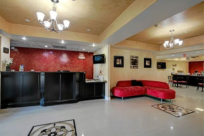Lobby | Magnolia Inn and Suites Olive Branch