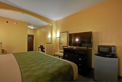 Guestroom | Magnolia Inn and Suites Olive Branch