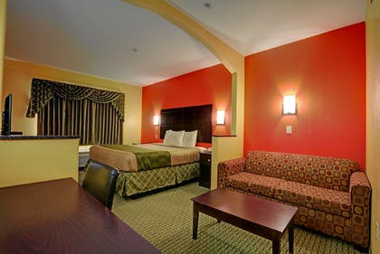 Living Area | Magnolia Inn and Suites Olive Branch