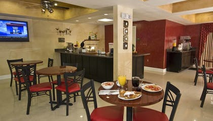 Breakfast Area | Magnolia Inn and Suites Olive Branch