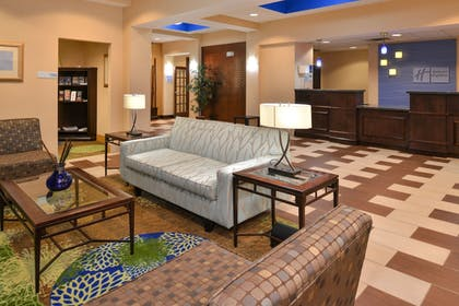 Lobby Sitting Area | Holiday Inn Express Columbia