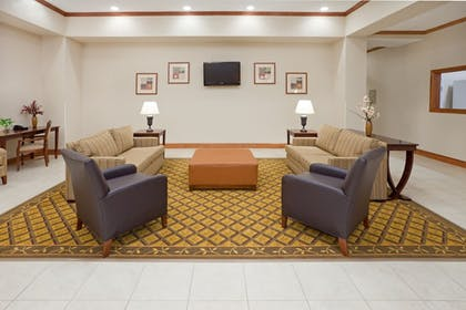 Lobby | Candlewood Suites Mount Pleasant