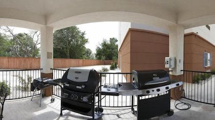 BBQ/Picnic Area | Candlewood Suites Mount Pleasant