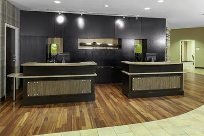 Lobby | Courtyard by Marriott Downtown Memphis