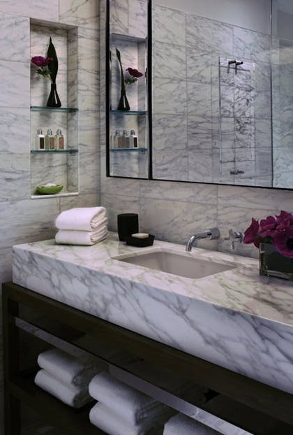 Bathroom | Kimpton Hotel Eventi
