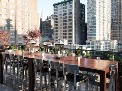 Outdoor Dining | Kimpton Hotel Eventi
