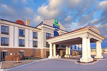 Exterior | Holiday Inn Express & Suites Covington