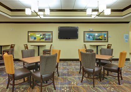 Restaurant | Holiday Inn Express & Suites Covington