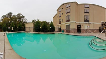 Outdoor Pool | Holiday Inn Express & Suites Covington