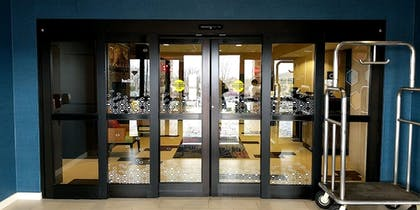 Interior Entrance | Hampton Inn & Suites Tulsa/Tulsa Hills