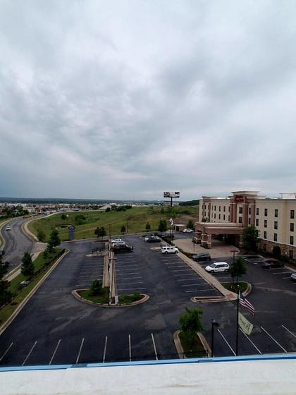 Parking | Hampton Inn & Suites Tulsa/Tulsa Hills
