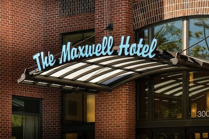 Hotel Entrance | Staypineapple, The Maxwell Hotel, Seattle Center Seattle