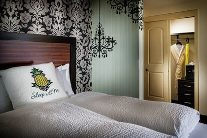 Guestroom | Staypineapple, The Maxwell Hotel, Seattle Center Seattle
