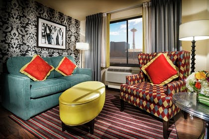 Living Area | Staypineapple, The Maxwell Hotel, Seattle Center Seattle