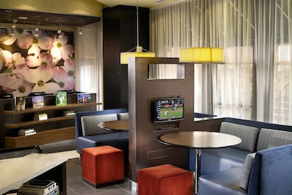 Living Area | Courtyard by Marriott Atlanta Downtown