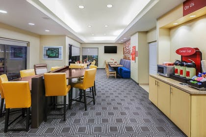 Lobby | TownePlace Suites by Marriott North Owasso