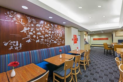 Restaurant | TownePlace Suites by Marriott North Owasso
