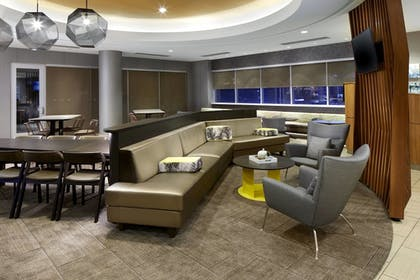 Lobby | SpringHill Suites by Marriott Pittsburgh Bakery Square