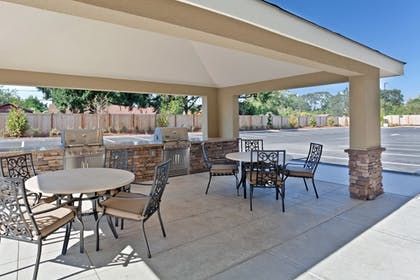 Terrace/Patio | Candlewood Suites Lakewood