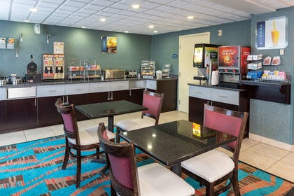 Breakfast Area | Best Western Dutch Valley Inn