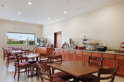 Breakfast Area | Ramada by Wyndham College Station