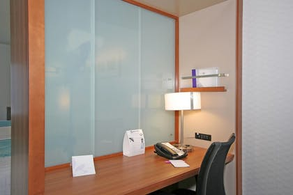 Guestroom   SpringHill Suites by Marriott Durham Chapel Hill