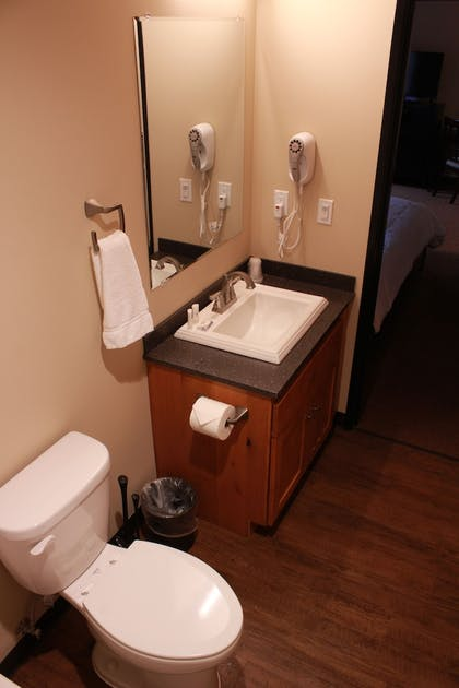 Bathroom | Sitka Hotel and Restaurant