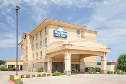 Featured Image | Days Inn & Suites by Wyndham Russellville