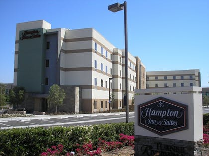 Property Grounds | Hampton Inn and Suites Riverside/Corona East