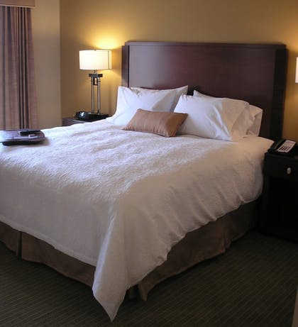 Guestroom | Hampton Inn and Suites Riverside/Corona East