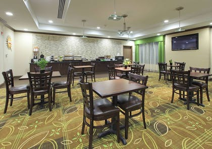 Breakfast Area | La Quinta Inn & Suites by Wyndham Memphis Wolfchase